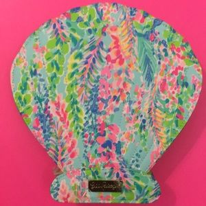 NWOT in packaging Lilly Pulitzer makeup brush kit